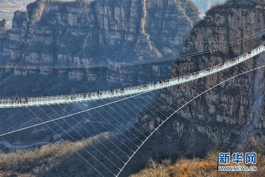 河北红崖谷玻璃桥正式开放